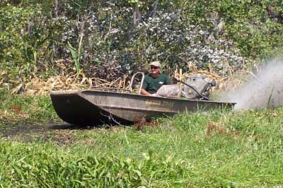 Pin Mud Buddy Motor Boat Pulling Out Gator Tail Video On